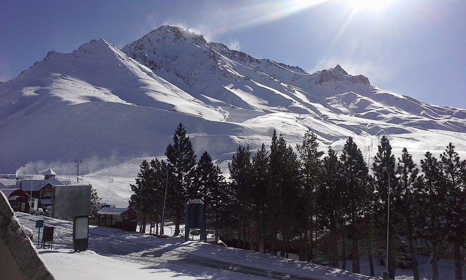 las leans june skiing