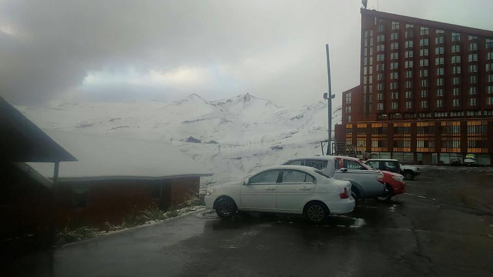 april snow in valle nevado chile