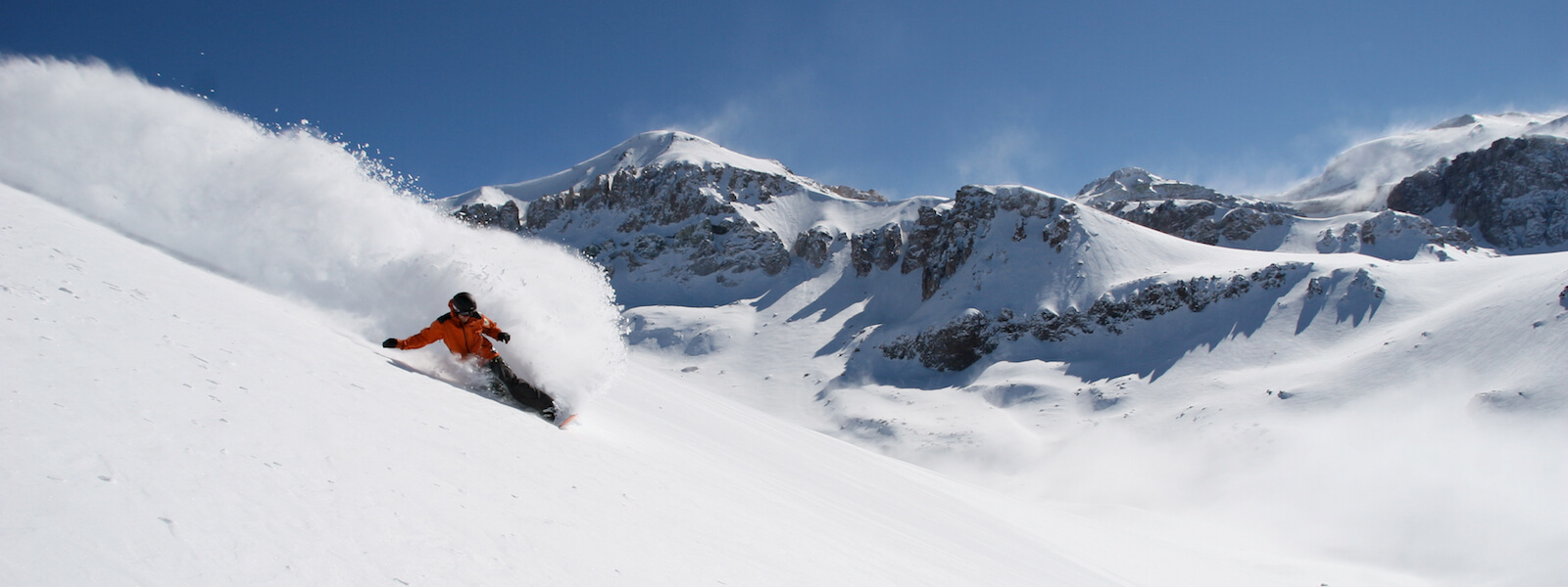 snowboarding in valle nevado chile