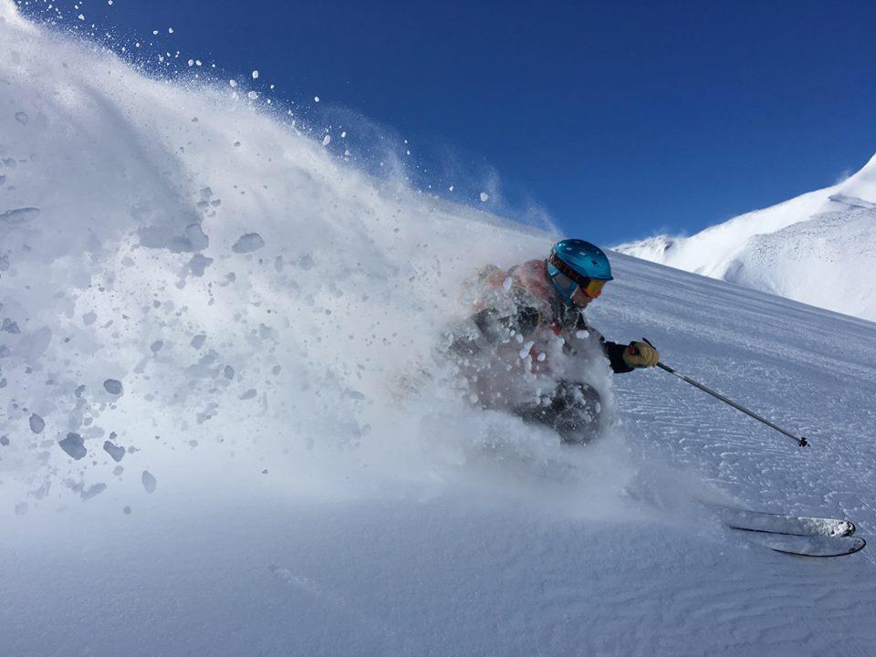 powder skiing in las lenas