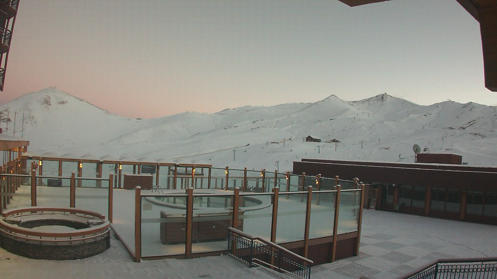 valle nevado snow in may