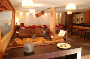 valle nevado hotel lounge